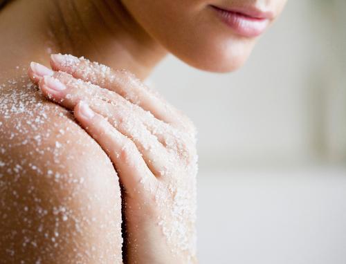 ¿Por qué es importante exfoliarse la piel del cuerpo?